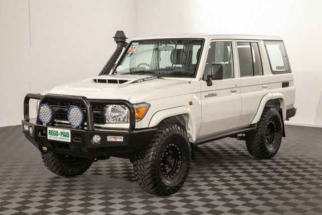 Used Toyota Landcruiser VDJ76R Workmate, 2018 Toyota Landcruiser VDJ76R Workmate French Vanilla 5 speed Manual Wagon