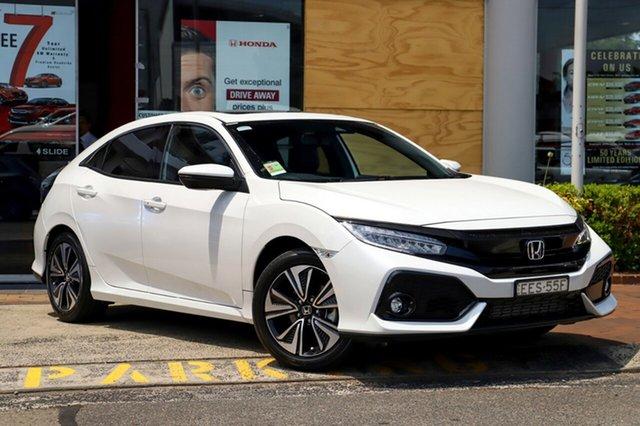 Demo Honda Civic 10th Gen MY19 VTi-LX, 2019 Honda Civic 10th Gen MY19 VTi-LX Platinum White 1 Speed Constant Variable Hatchback