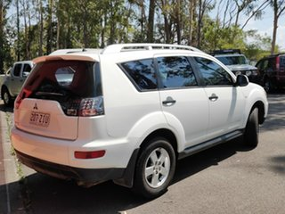2010 Mitsubishi Outlander ZH MY10 LS White 5 Speed Manual Wagon.