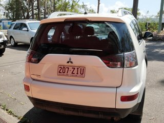 2010 Mitsubishi Outlander ZH MY10 LS White 5 Speed Manual Wagon