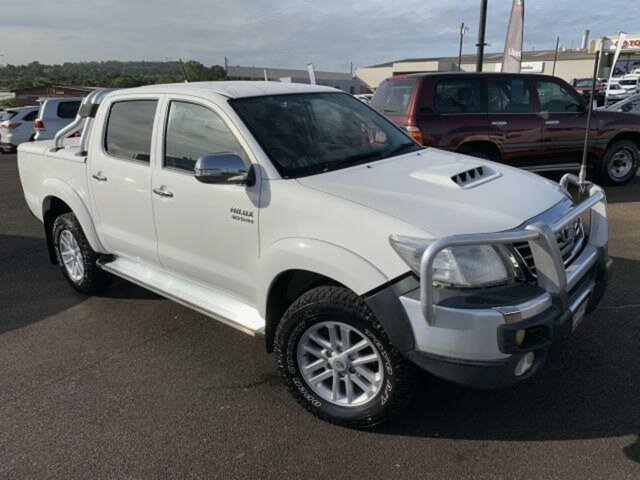 Used Toyota Hilux KUN26R MY12 SR5 (4x4), 2012 Toyota Hilux KUN26R MY12 SR5 (4x4) Glacier White 5 Speed Manual Dual Cab Pick-up