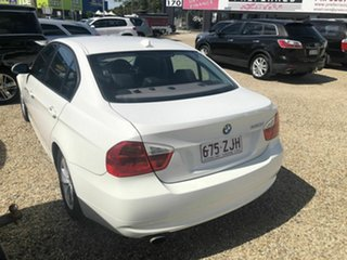 2007 BMW 320i Luxury White Automated Sedan.