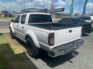 2009 Nissan Navara str White 5 Speed Manual Dual Cab.