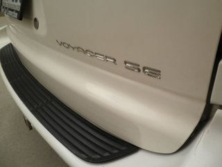 2002 Chrysler Voyager RG 4th Gen SE White & Black 4 Speed Automatic Wagon