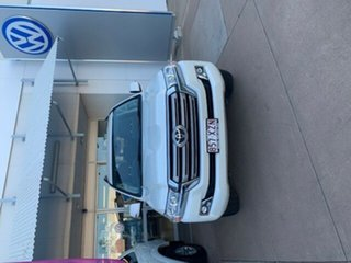 2017 Toyota Landcruiser VDJ200R MY16 GXL (4x4) White 6 Speed Automatic Wagon.