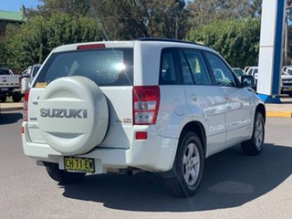 2007 Suzuki Grand Vitara Trekker White Manual Wagon