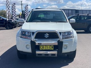 2007 Suzuki Grand Vitara Trekker White Manual Wagon.