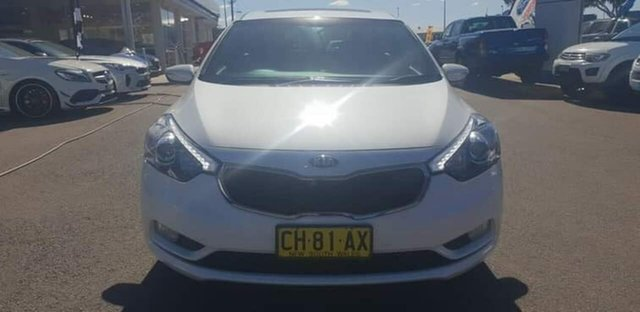 Used Kia Cerato Hatch YD MY16 SLi, 2016 Kia Cerato Hatch YD MY16 SLi White 6 Speed Sports Automatic Hatchback