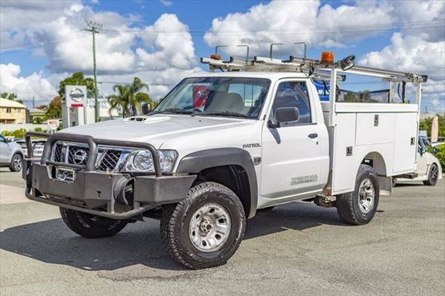 Used Nissan Patrol Y61 GU 6 SII MY13 DX, 2012 Nissan Patrol Y61 GU 6 SII MY13 DX White 5 Speed Manual Cab Chassis