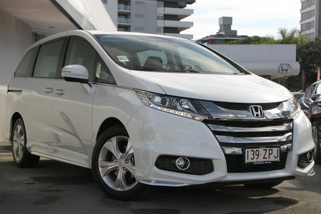 Demo Honda Odyssey RC MY20 VTi, 2019 Honda Odyssey RC MY20 VTi Platinum White 7 Speed Constant Variable Wagon