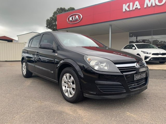 Used Holden Astra  CD, 2006 Holden Astra CD Black Manual Hatchback