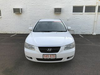 2007 Hyundai Sonata White 5 Speed Automatic Sedan.