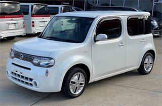 2015 Nissan Cube White Hatchback.