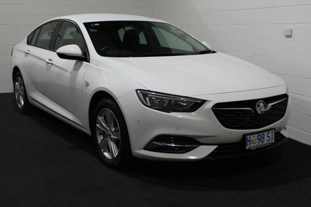 Used Holden Commodore ZB MY18 LT Liftback, 2018 Holden Commodore ZB MY18 LT Liftback Summit White 8 Speed Sports Automatic Liftback