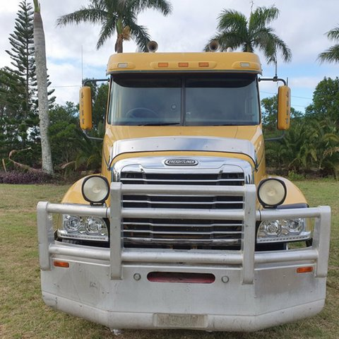 Used Freightliner Century Class  , 2006 Freightliner Century Class CST120 CLASS Yellow Prime Mover 6x4