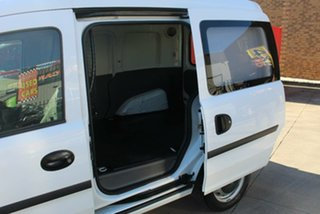 2002 Holden Combo XC White 5 Speed Manual Van