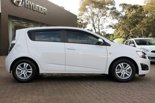2014 Holden Barina TM MY15 CD White 6 Speed Automatic Hatchback