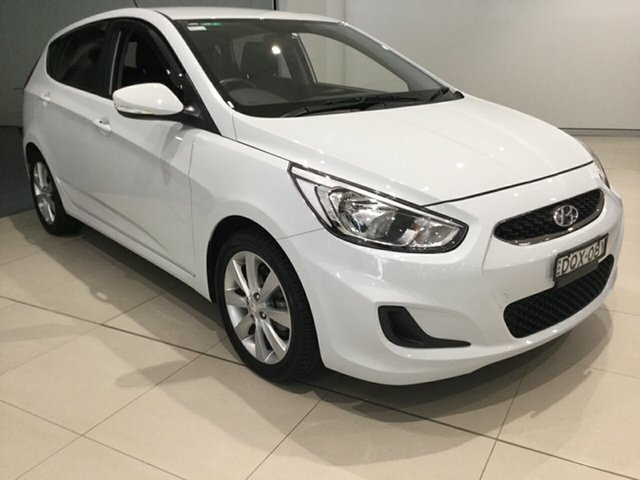 Used Hyundai Accent RB6 MY18 Sport, 2017 Hyundai Accent RB6 MY18 Sport White 6 Speed Manual Hatchback