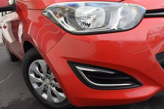 2012 Hyundai i20 PB MY12 Active Red 5 Speed Manual Hatchback.