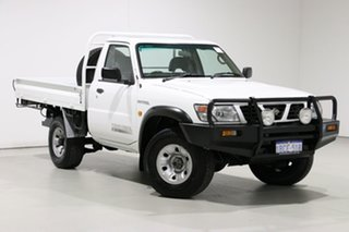 2001 Nissan Patrol GU DX (4x4) White 5 Speed Manual 4x4 Coil Cab Chassis.