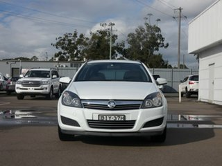 2009 Holden Astra AH MY09 CD White 4 Speed Automatic Wagon.