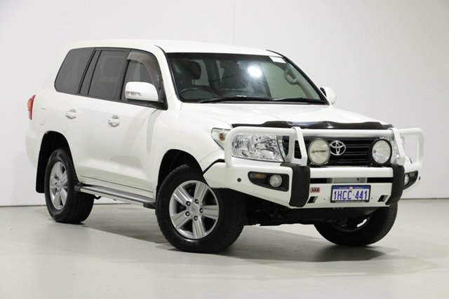 Used Toyota Landcruiser VDJ200R MY12 Altitude (4x4), 2013 Toyota Landcruiser VDJ200R MY12 Altitude (4x4) Pearl White 6 Speed Automatic Wagon