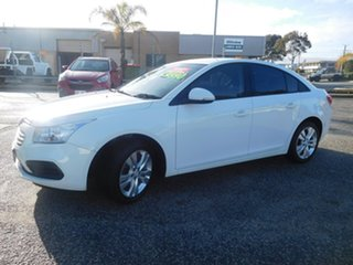 2015 Holden Cruze JH Series II MY15 Equipe White 5 Speed Manual Sedan.