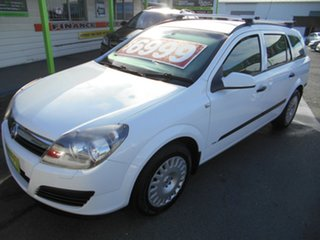 2005 Holden Astra AH MY05 CD White 5 Speed Manual Wagon.