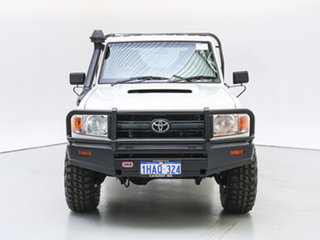 2013 Toyota Landcruiser VDJ79R MY12 Update Workmate (4x4) White 5 Speed Manual Cab Chassis.