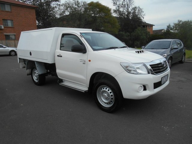 Used Toyota Hilux KUN26R MY14 SR (4x4), 2013 Toyota Hilux KUN26R MY14 SR (4x4) White 5 Speed Automatic Cab Chassis