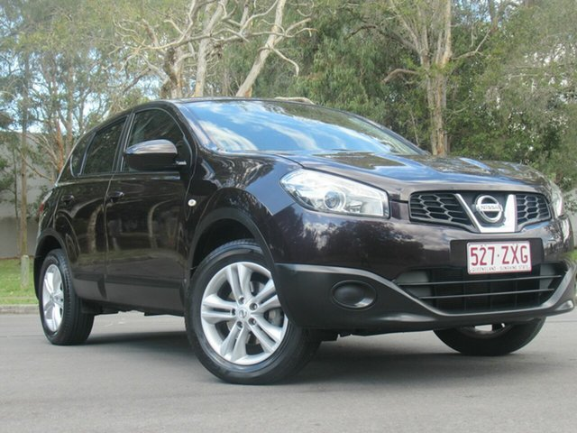 Used Nissan Dualis J10W Series 3 MY12 ST Hatch 2WD, 2013 Nissan Dualis J10W Series 3 MY12 ST Hatch 2WD Purple 6 Speed Manual Hatchback