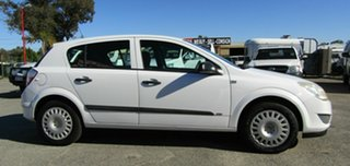 2007 Holden Astra AH MY07 CD White 5 Speed Manual Hatchback