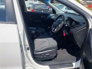 2010 Hyundai ix35 LM Active White 5 Speed Manual Wagon.