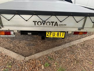 2004 Toyota Hilux RZN149R MY02 4x2 White 5 Speed Manual Cab Chassis