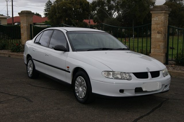 Used Holden Commodore VX Executive, 2001 Holden Commodore VX Executive White 4 Speed Automatic Sedan