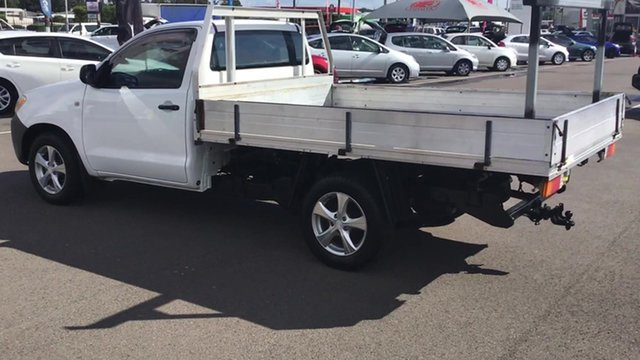 Used Toyota Hilux TGN16R MY05 Workmate 4x2, 2005 Toyota Hilux TGN16R MY05 Workmate 4x2 White 5 Speed Manual Cab Chassis
