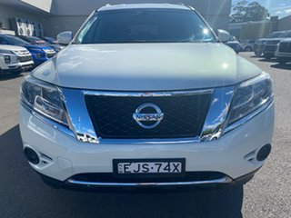 2014 Nissan Pathfinder White Automatic Wagon.