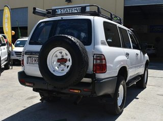 2004 Toyota Landcruiser HZJ105R (4x4) White 5 Speed Manual 4x4 Wagon.