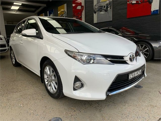 Used Toyota Corolla ZRE182R Ascent Sport, 2014 Toyota Corolla ZRE182R Ascent Sport Glacier White 6 Speed Manual Hatchback