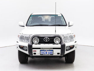 2014 Toyota Landcruiser VDJ200R Altitude (4x4) White 6 Speed Automatic Wagon.