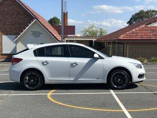 2016 Holden Cruze JH Series II MY16 Z-Series White 5 Speed Manual Hatchback.