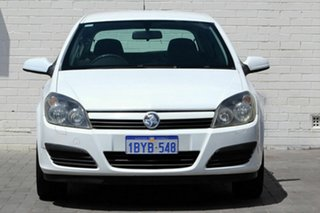 2005 Holden Astra AH MY05 CD White 5 Speed Manual Hatchback.