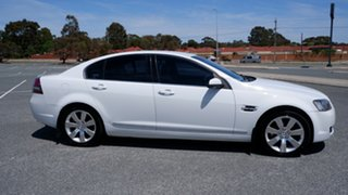 2006 Holden Calais VE V White 5 Speed Sports Automatic Sedan.