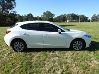 Mazda 3 MAXX White Manual Hatchback.