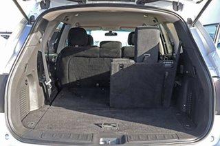 2014 Nissan Pathfinder Silver Wagon.
