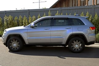 2015 Jeep Grand Cherokee Silver Wagon.