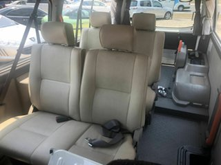 2012 Nissan Caravan  NV350 Hydrolic wheelchair lift White 4 Speed Automatic Van