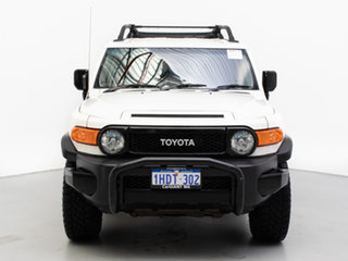 2013 Toyota FJ Cruiser GSJ15R White 5 Speed Automatic Wagon.