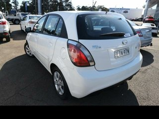 2011 Kia Rio JB MY11 S White 4 Speed Automatic Hatchback.