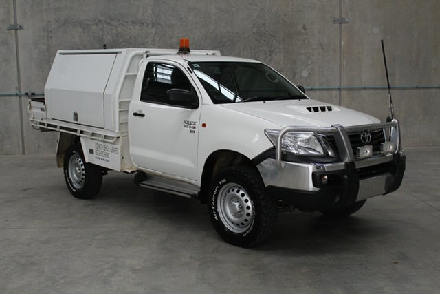 Used Toyota Hilux KUN26R MY14 SR Caloundra, 2015 Toyota Hilux KUN26R MY14 SR White 5 speed Manual Cab Chassis
